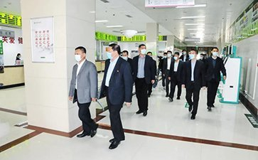 国欣颐养集团党委书记、董事长周峰一行 到昌国医院调研